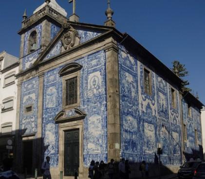 Porto: église couverte d'azulejos