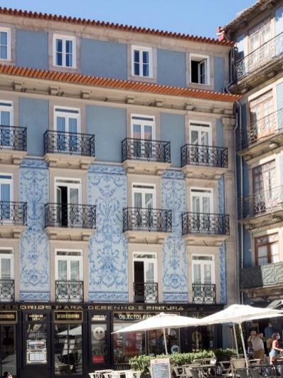 Porto: immeuble couvert d'azulejos