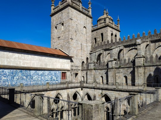 Porto: cathédrale (le cloitre)