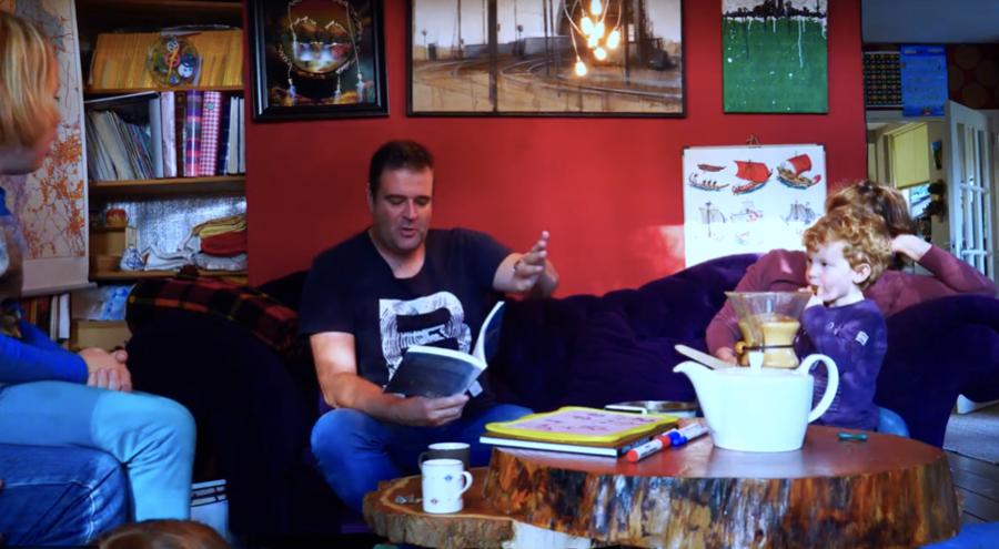 Geert Broeren leest voor in De Kleine Ondernemer