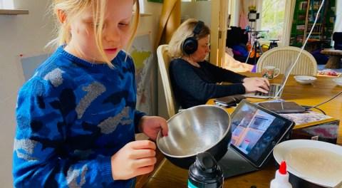 Thuiswerken combineren met onderwijs op afstand