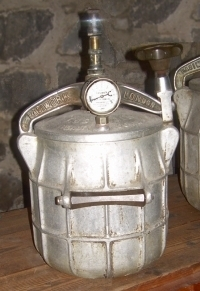 history of pressure cooker