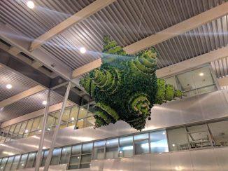 """Il """"Pianeta verde"""", donato da LEGO all'aeroporto nel 2002 in occasione dell'apertura del nuovo terminal passeggeri"""