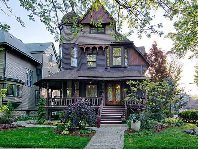 1887 Queen Anne Victorian In Oak Park Illinois