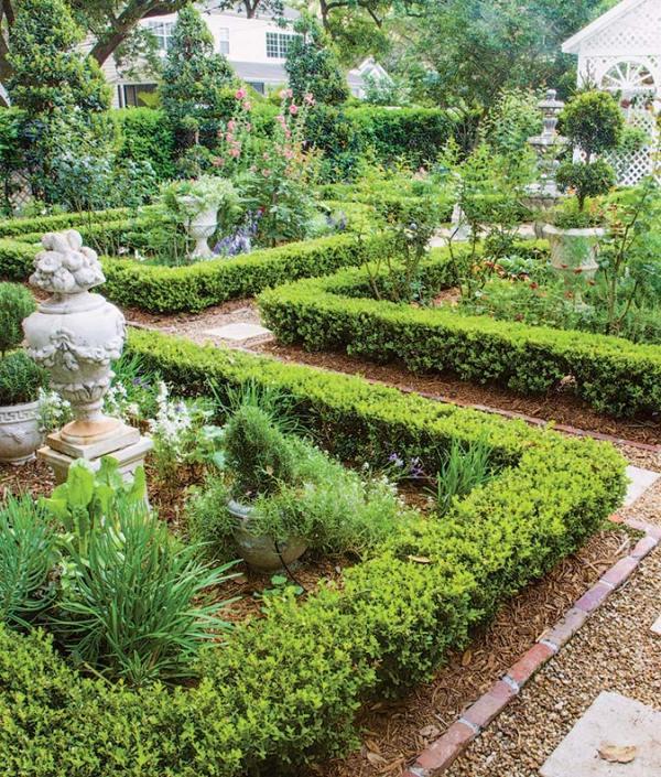 colonial & revival garden
