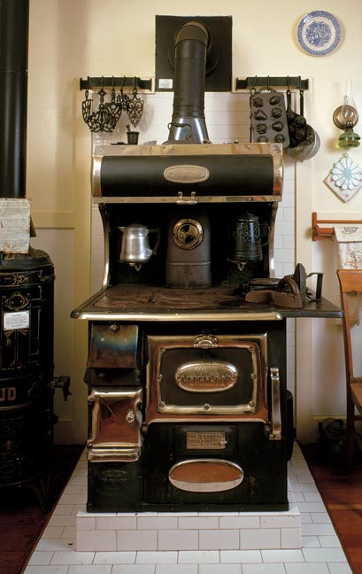 medium resolution of this 1915 wood burning wedgewood stove is still in use at the ardenwood historic farm