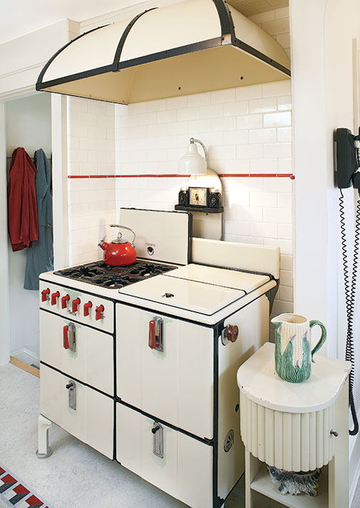 Black  White Bungalow 1930s Kitchen Makeover