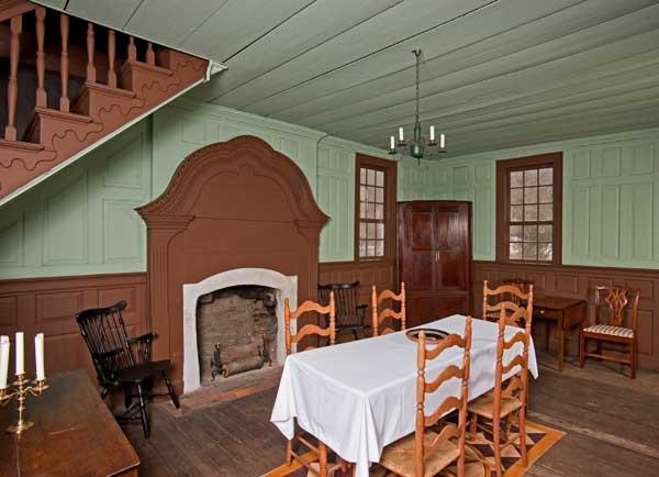Decor Kitchens And Interiors