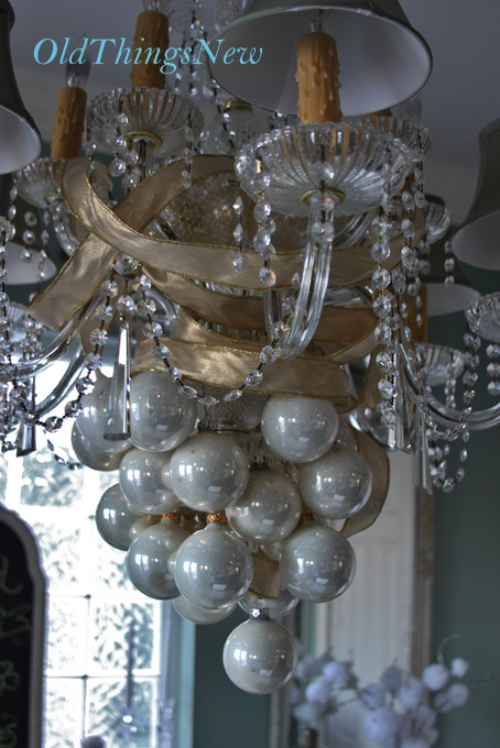 01-Undecorating the Christmas Chandy 001