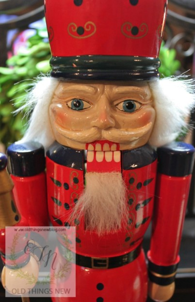 Creating a glittery nutcracker from a thrift store find old things new glitter nutcracker before 003 solutioingenieria Image collections
