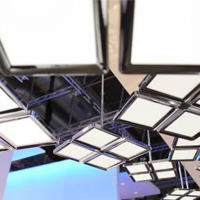Philips-ThinAir-OLED-luminaire-light-background-2
