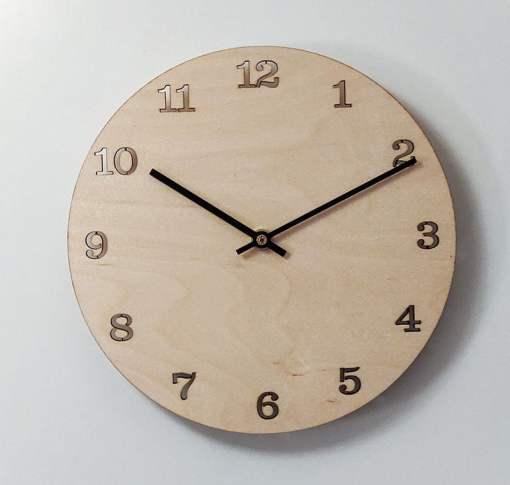 Puinen kello numeroilla