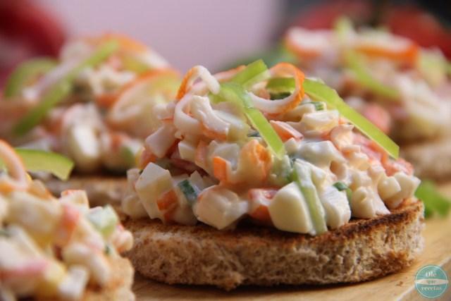 Tapas de ensalada con surimi