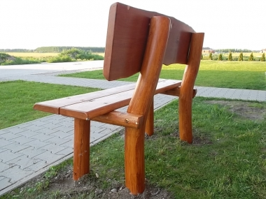 Agátová parková lavica