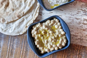 Chickpeas in hummus sauce