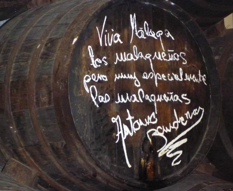 Weinfass im El Pimpi, auf dem sich Antonio Banderas verewigt hat