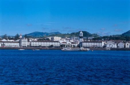 Panoramablick auf die Hauptstadt Ponta Delgada Sao Miguel