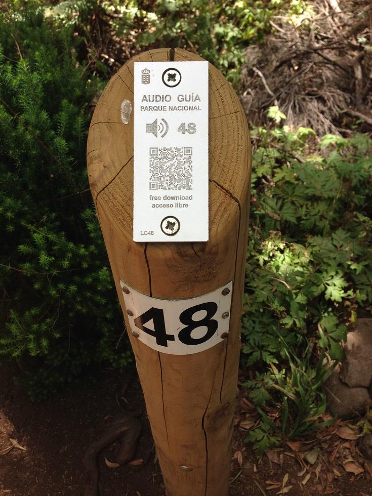 Audio-Guide-System für Wanderer auf Holzpfahl, La Gomera