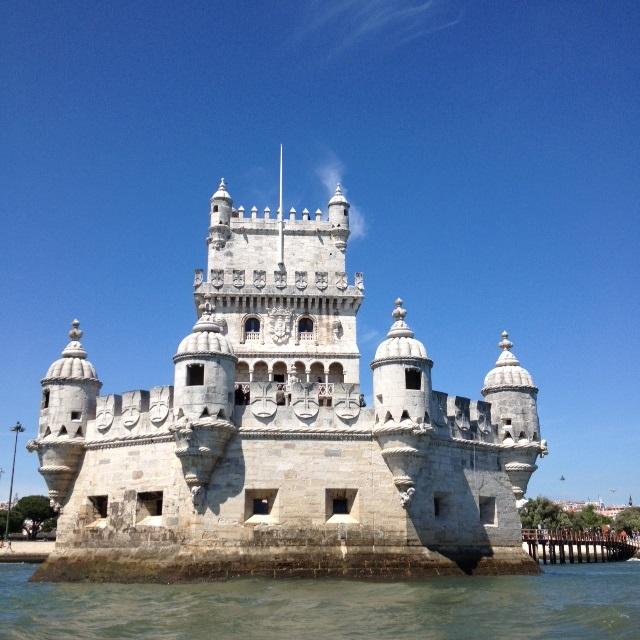 Blick auf den Torre de Belém vom Wasser aus