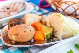 Teller mit Gemüse im Restaurant auf Madeira