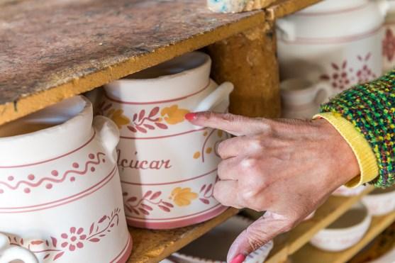Details auf bemalter Keramikvase Azoren