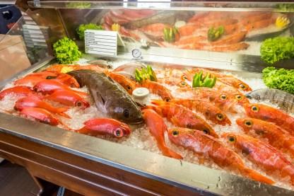 Frischer Fisch in Kühltheke Azoren Restaurant