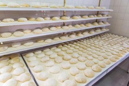 Bolo Levedo Teigklöße in Bäckerei auf Azoren Sao Miguel