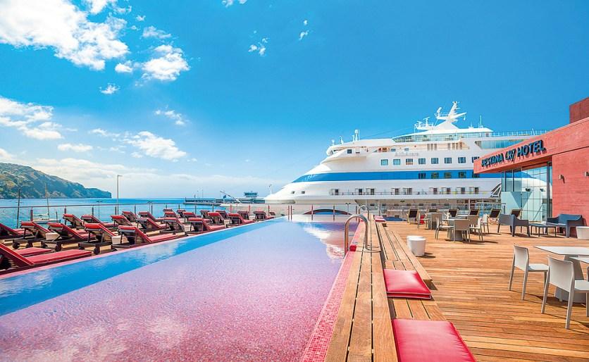 CR7 Hotel Madeira Funchal Kreuzfahrtschiff