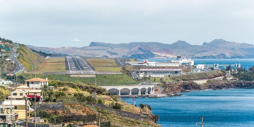 PT-Madeira-AirportFunchal-WalzingMeurers