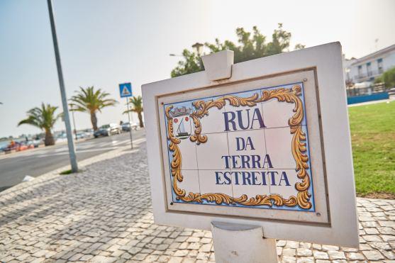 Straßenschild Azulejos Tavira