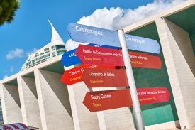 Wegweiser Cais Portugues Lissabon Expo Gelände
