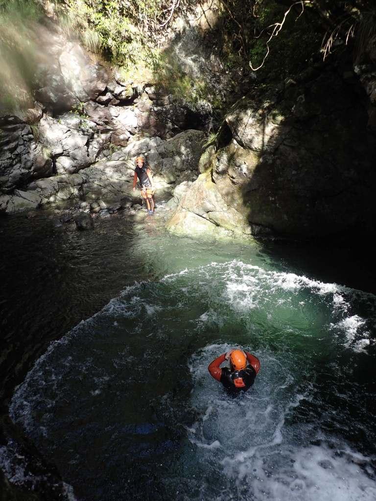 Madeira Canyoning Sprung ins Wasser