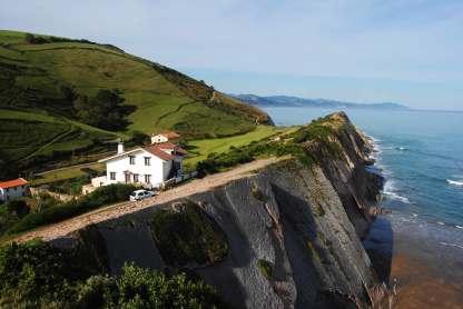 Haus an Klippe im Baskenland