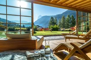 Ruheraum mit Dolomitenblick in Adler Dolomiti Spa & Sport Resort
