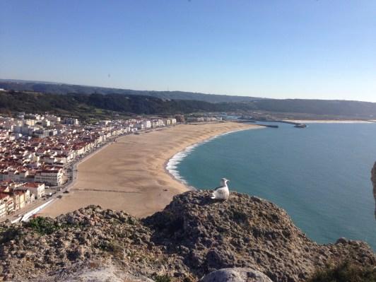 Blick auf Strand und Ort Nazaré