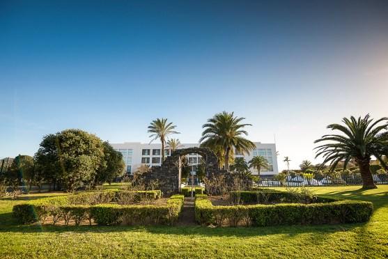 Royal Garden Hotel Fassade Garten