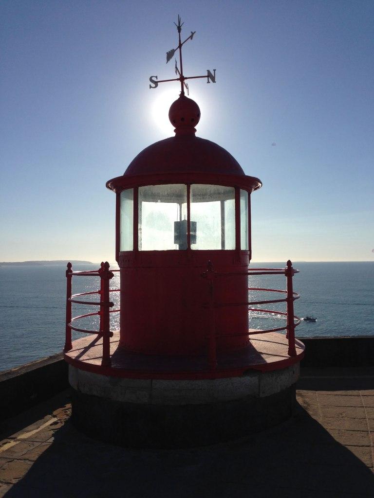 Leuchtturm Nazaré im Gegenlicht