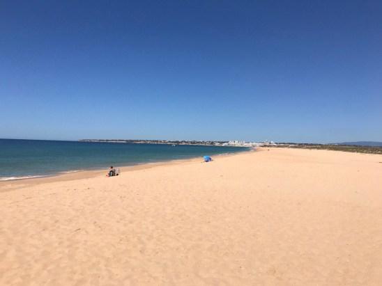 Algarve weitläufiger Strand