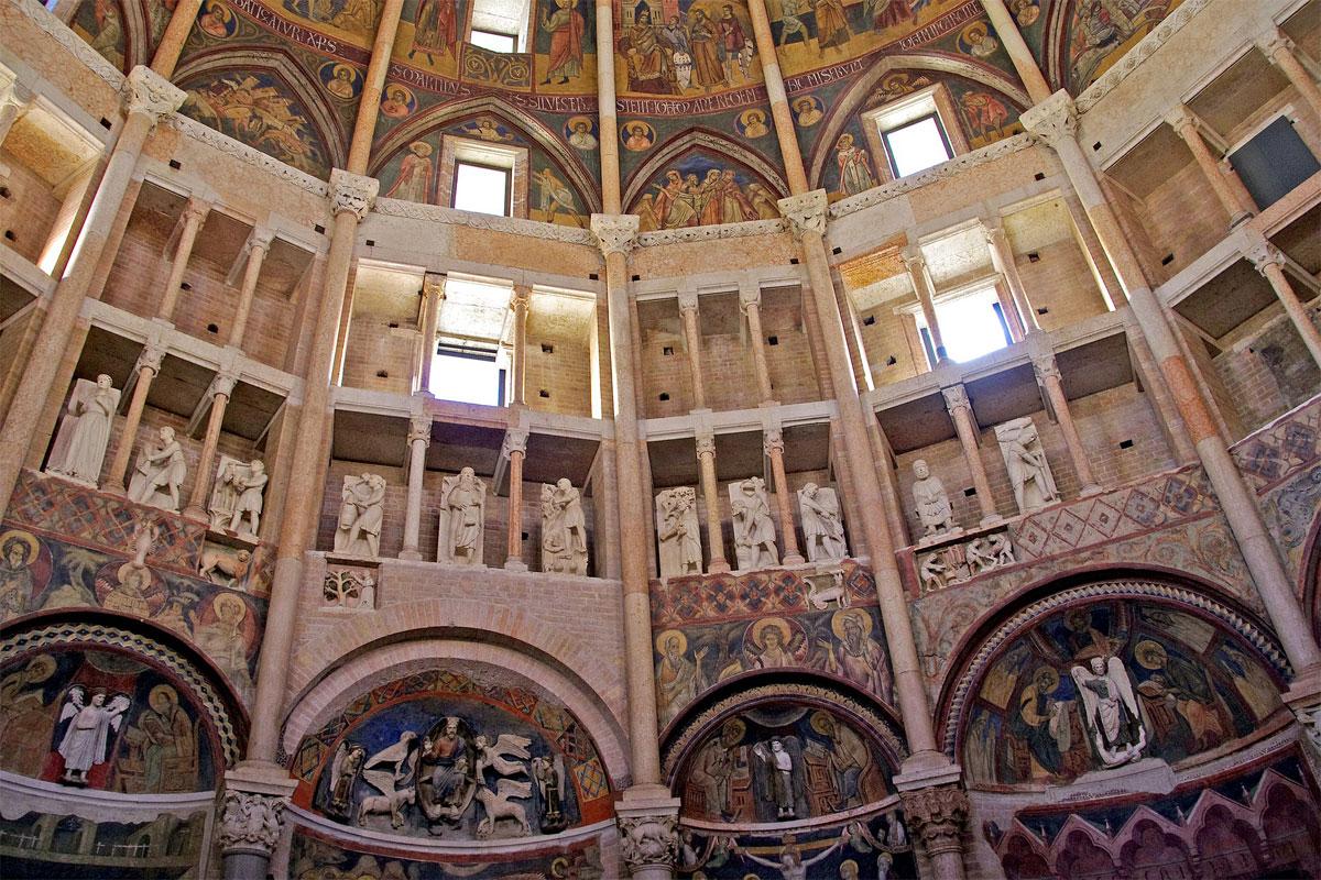 Parma Baptisterium Innen