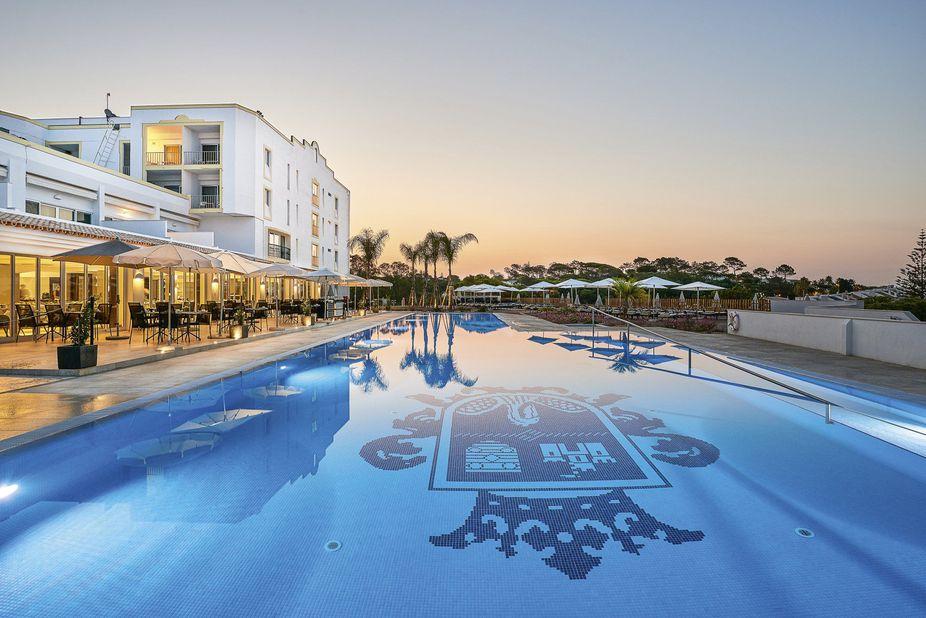 Dona Filipa Hotel Pool Hotels Algarve