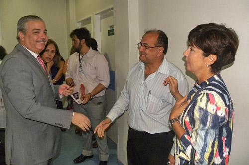 O secretário de Saúde de Pernambuco, Antônio Figueira; o secretário de Governo de Olinda, Manoel Sátiro e a secretária de Saúde de Olinda, Tereza Miranda, durante o evento - Foto: Secretaria de Saúde de Olinda