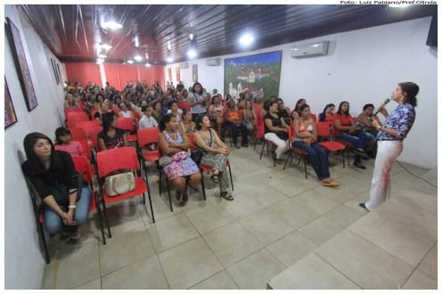 Formação para melhoria do manuseio da merenda escolar. Foto: Secretaria de Educação de Olinda/Pref.Olinda