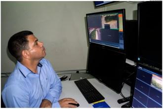 Os profissionais vão operar as 12 câmeras que já estão em funcionamento em pontos críticos de lixo nos Bultrins, Varadouro, Bairro Novo e Ouro Preto. Foto: Anizio Silva/Pref.Olinda