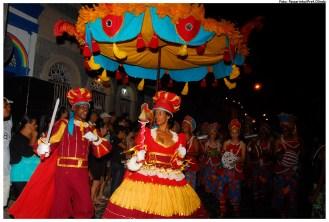 O Maracatu Nação Pernambuco se apresenta durante a Noite Para os Tambores Silenciosos de Olinda, em 2012. Foto: Passarinho/Pref.Olinda