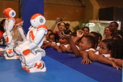 Os alunos puderam conhecer mais sobre a robótica Foto: Alice Mafra/Prefeitura de Olinda