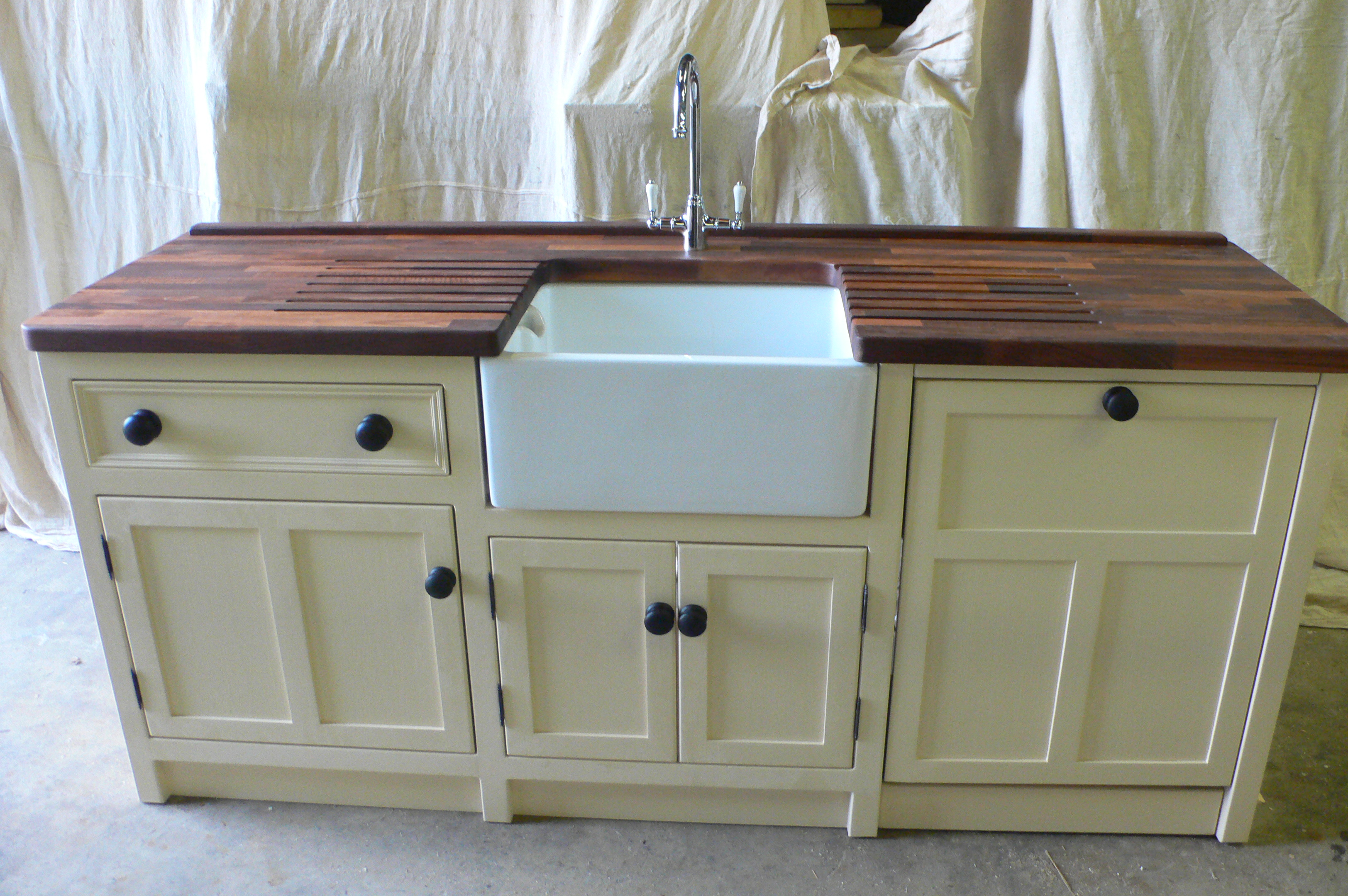 Belfast Sink Unit With Integrated Dishwasher Unit The