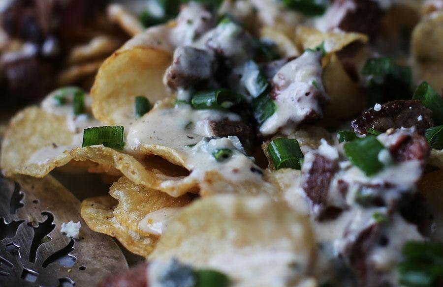 Steak and Gorgonzola Potato Chip Nachos