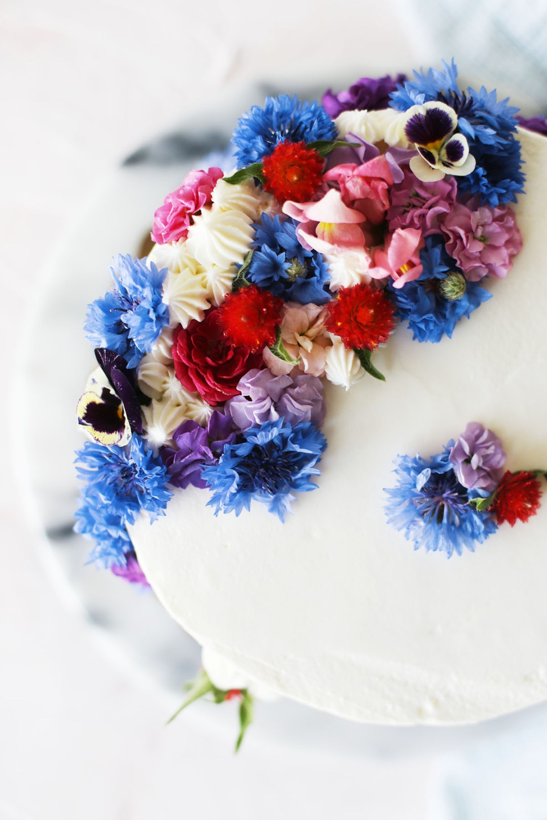 How to Decorate a Cake with Flowers