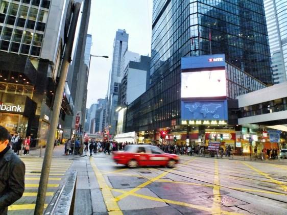 jalan sendiri ke Hongkong