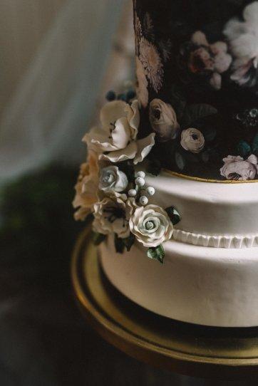 Moody Wedding Cake Inspiration | Olive Photography Toronto
